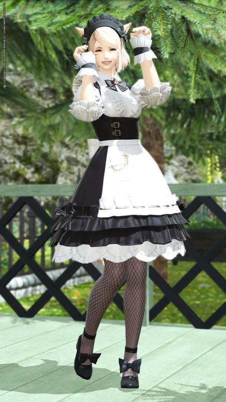 メイド服×網タイツ